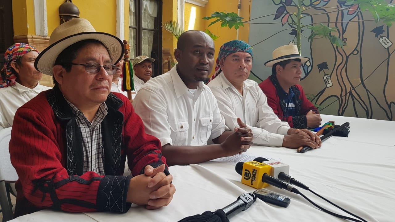 Declaran non gratos a magistrados, diputados y presidente Alejandro Giammattei