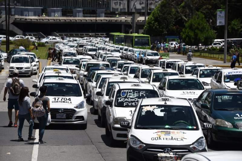 URGENTE: Taxistas anuncian manifestación para mañana