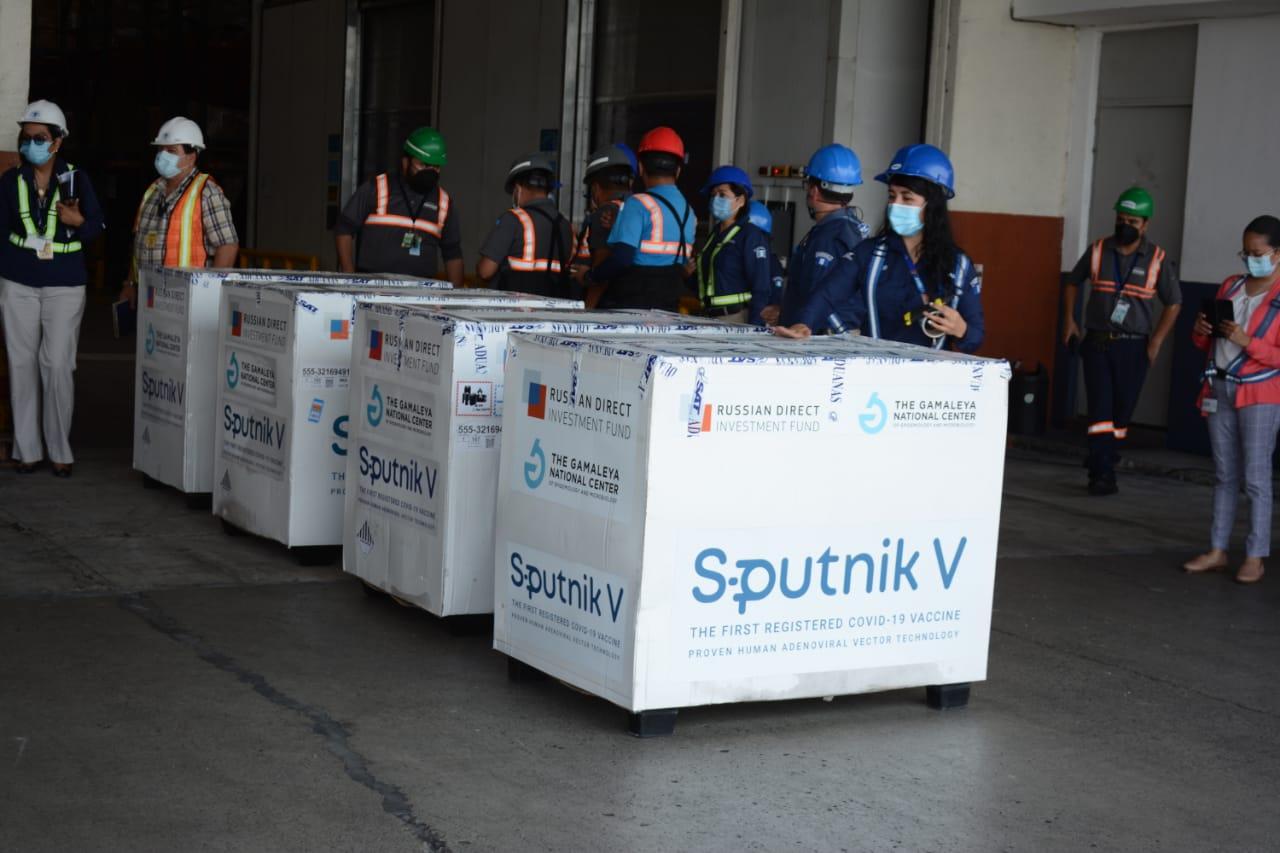 Arriban 50 mil dosis de vacunas Sputnik V